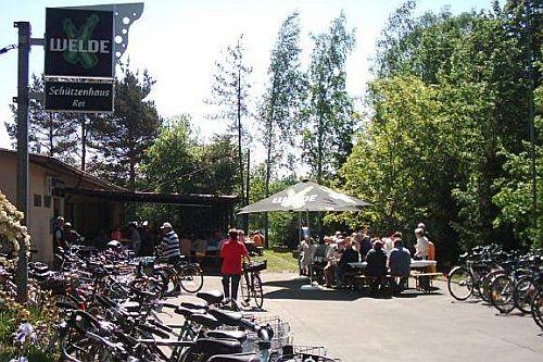 Das Schützenhaus beim Schlachtfest am 1. Mai